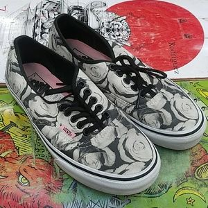 Vans rose pattern skateboarding shoes